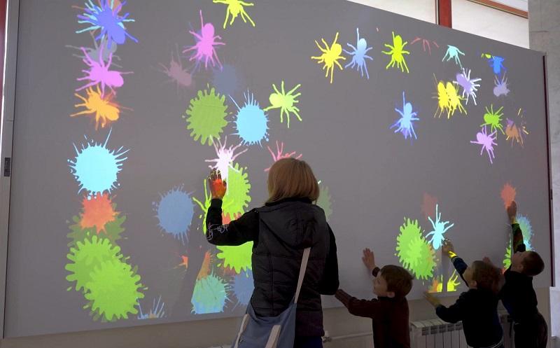 Интерактивная стена в Зеленоградском дворце творчества детей и молодежи